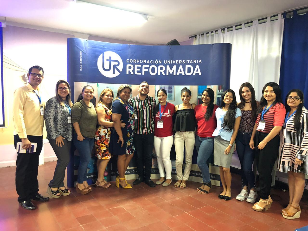 Equipo de trabajo del semillero SEBILINGÜE. Directora programa Dionne Navarro, estudiantes, asesores y pares evaluadores.