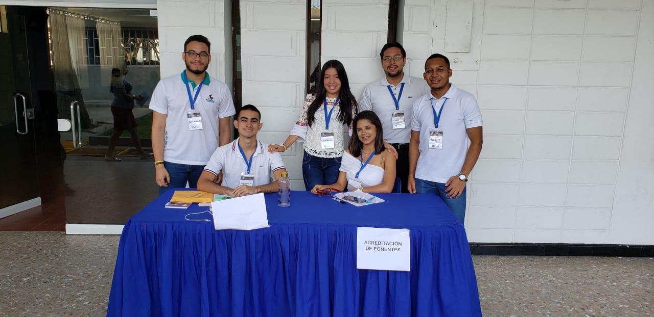 Semillero de investigación PSICUS, quienes participaron en la organización del encuentro.